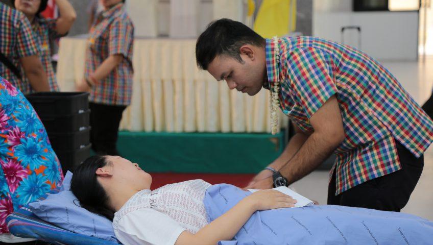 จนท.โรงพยาบาลมหาสารคาม ทำบุญบริจาคโลหิตรับปีใหม่ไทย