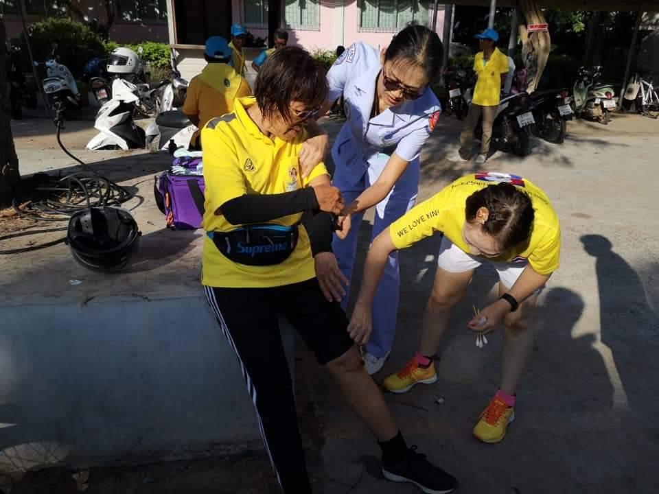 """โรงพยาบาลมหาสารคาม ร่วมกิจกรรม """"รวมพลคนรักกีฬา มินิมาราธอน 2562"""" Run For King  พร้อมออกหน่วยปฐมพยาบาลดูแลผู้ร่วมงาน"""