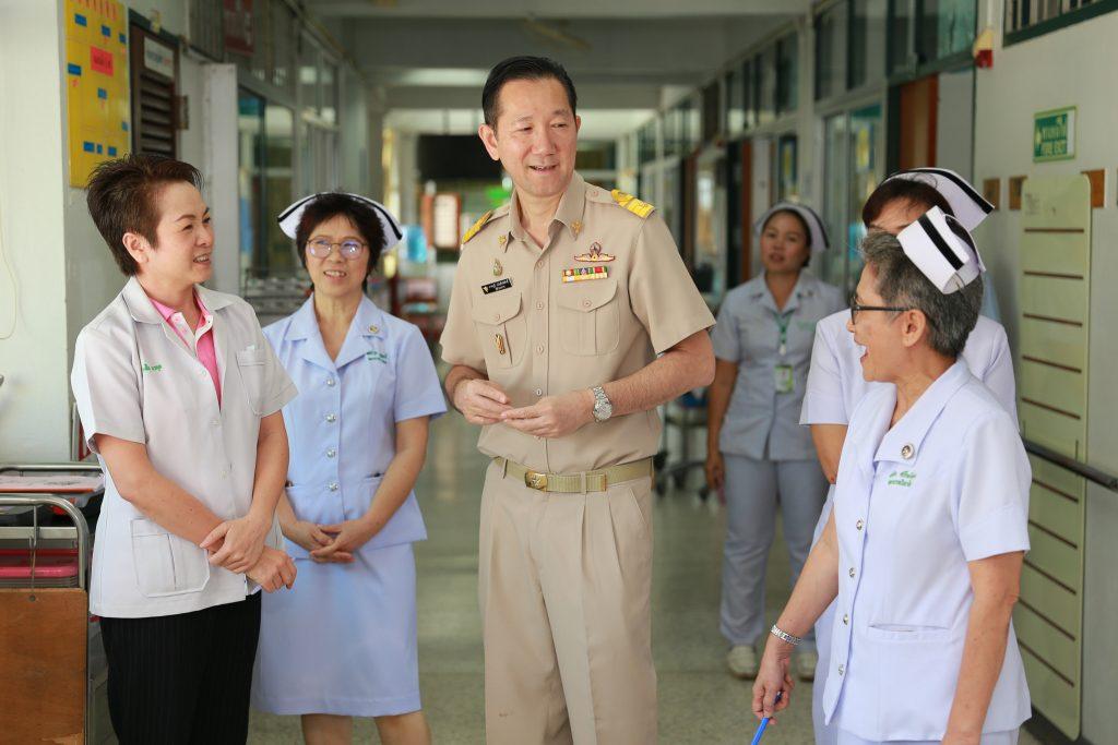 นายแพทย์ภาคภูมิ มโนสิทธิศักดิ์ ผอ.รพ.มหาสารคาม เยี่ยมหอผู้ป่วย เสริมกำลังใจผู้ปฏิบัติงาน